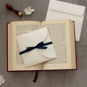 partecipazione pocketfold bianco con nastro blu